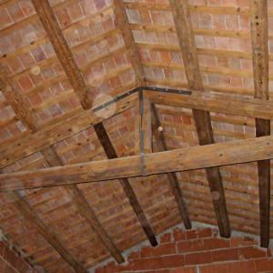Trattamento di sabbiatura e verniciatura di soffitto